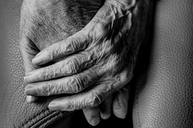 Twee zorgzame handen